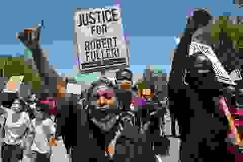 Cảnh sát Mỹ lại bắn chết một người da màu