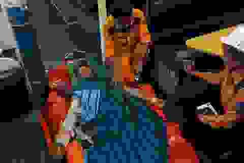 Vượt sóng, cấp cứu khẩn cấp thuyền viên bị tai nạn lao động nguy kịch