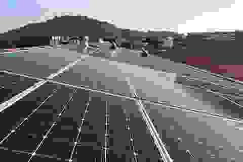 """Điện mặt trời áp mái sẽ """"cứu cánh"""" cho TPHCM?"""