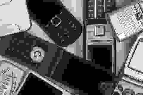 """Nokia 1100, Moto RAZR và những chú """"dế"""" độc đáo trước kỷ nguyên smartphone"""