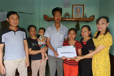 Gia đình nghèo bị bệnh tật bủa vây được bạn đọc giúp đỡ hơn 150 triệu đồng