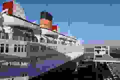 """Du khách tò mò thám hiểm con tàu lịch sử """"Bóng ma nữ hoàng Mary"""""""
