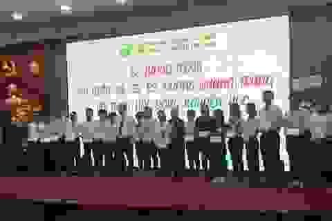 Trao học bổng khuyến học Dương Quang Trung cho SV ngành Y học giỏi vượt khó