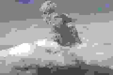 Núi lửa hoạt động mạnh nhất Indonesia phun trào tro bụi cao 6 km