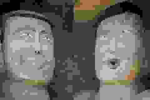 Bức tượng Phật trong hang đá mỉm cười gây xôn xao