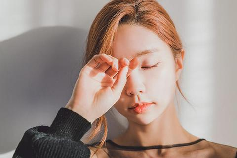 Ngủ dậy là bị tê tay, chóng mặt là dấu hiệu của bệnh gì?