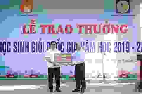 Trao thưởng hơn 100 triệu đồng cho thầy trò trường chuyên Phan Bội Châu
