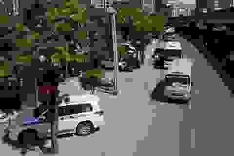"""Nhìn từ trên cao nạn xe khách """"bất trị"""" tại Hà Nội"""