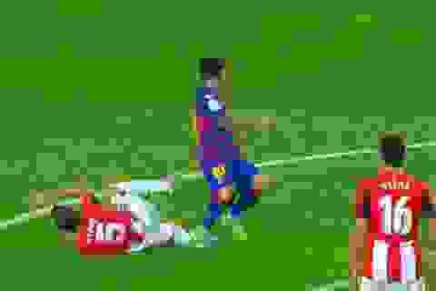 Chơi xấu, Messi may mắn thoát thẻ đỏ?
