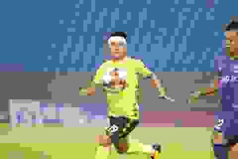 """""""Quang Hải vẫn cố gắng thi đấu dù bị chảy máu đầu"""""""