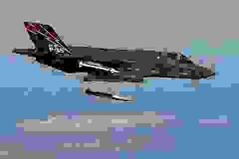 """Mỹ khoe ảnh """"tia chớp"""" F-35A thử bom hạt nhân"""