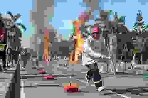 """Cảnh sát 7 tỉnh """"đội nắng"""" thi dập lửa, cứu người"""