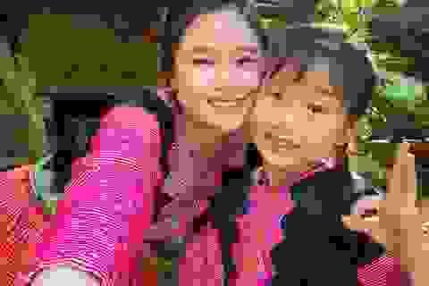 """""""Hướng dẫn viên"""" 6 tuổi rưỡi nói tiếng Anh như gió quảng bá du lịch Việt"""