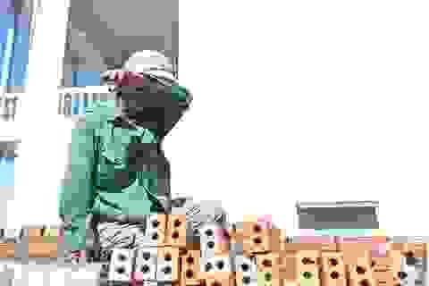 """Nghề thợ xây: Sợ thiếu """"cái ăn"""" hơn cái nắng"""