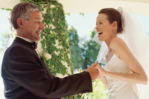 Bố ảnh hưởng thế nào đến cách con gái chọn chồng?