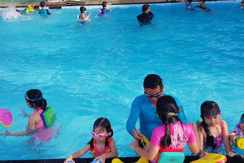 Khánh Hòa: Nắng nóng, học sinh đổ xô đi học bơi, giải nhiệt