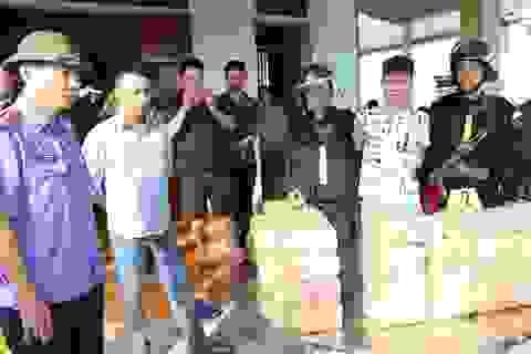 Bị truy đuổi, 2 đối tượng vứt 31kg ma túy xuống đường để tẩu thoát