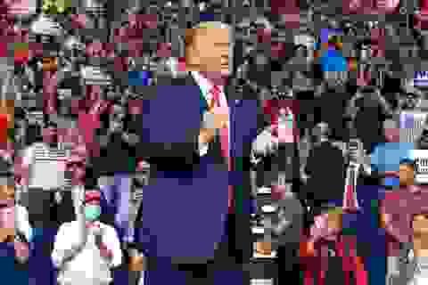 """Video chiến dịch tranh cử của ông Trump """"phớt lờ"""" quy định chống dịch"""