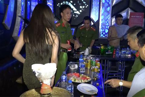 """Gần 100 người """"phê"""" ma túy tại 2 quán bar, karaoke"""