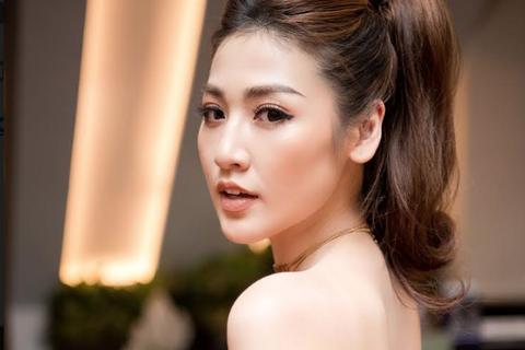 Á hậu Tú Anh quyến rũ, Ninh Dương Lan Ngọc được fan Hà Nội vây kín
