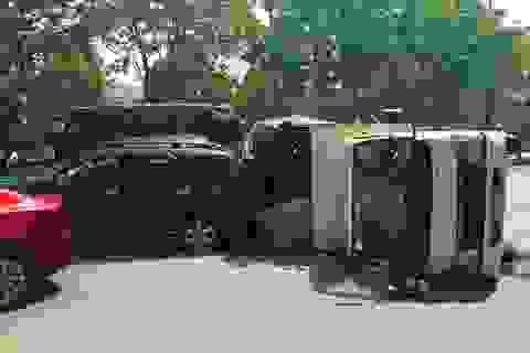 Nhiều ô tô tông nhau, 2 cháu bé thoát nạn nhờ đổi chỗ ngồi