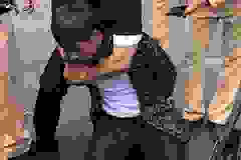 """Lực lượng CSGT """"hóa trang"""" mật phục bắt đối tượng buôn ma túy"""