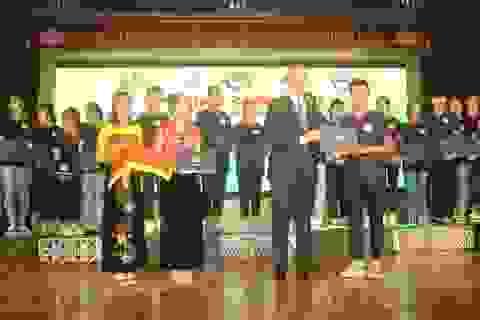 Đại sứ Hoa Kỳ trao học bổng cho Trường THPT Dân tộc Nội trú tỉnh Thanh Hóa