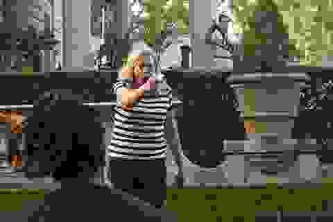 Ông Trump chia sẻ video cặp vợ chồng chĩa súng vào đám đông biểu tình