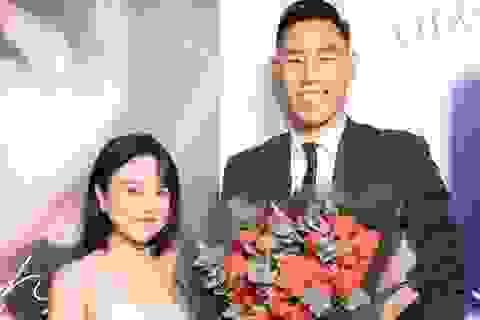 Thái Trinh bất ngờ khi ngôi sao bóng rổ Việt Nam Justin Young tặng hoa