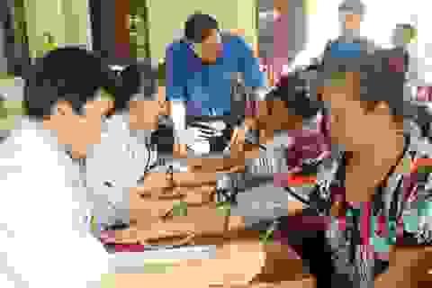 Hơn 200 người đồng bào Ơ Đu được khám bệnh, cấp phát thuốc miễn phí