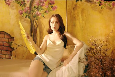 """Chi Pu tung teaser """"nóng"""" gây sốt cộng đồng mạng"""