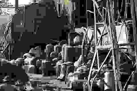 Vụ cháy ở Long Biên: Bồn chứa rò rỉ hóa chất, nhiều thùng phuy phát nổ