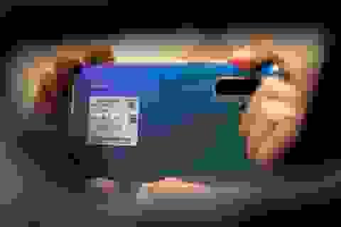 """Mỹ tiếp tục """"giáng đòn"""" lên Huawei, ZTE"""