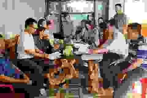 Phê bình Chủ tịch huyện vì để dân khiếu kiện kéo dài