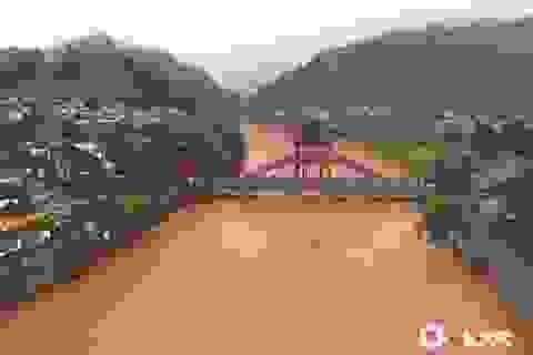 Phượng Hoàng cổ trấn gần đập Tam Hiệp ngập trong nước lũ