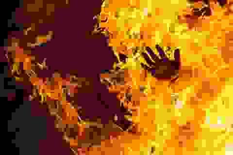 Điều tra nguyên nhân một nam thanh niên bị bỏng nặng vì cháy xăng