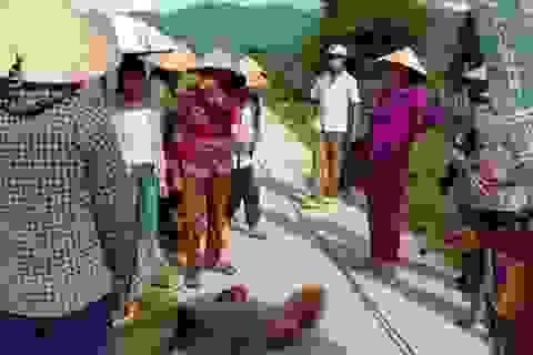 Một phụ nữ bị dây điện rơi trúng đầu bất tỉnh