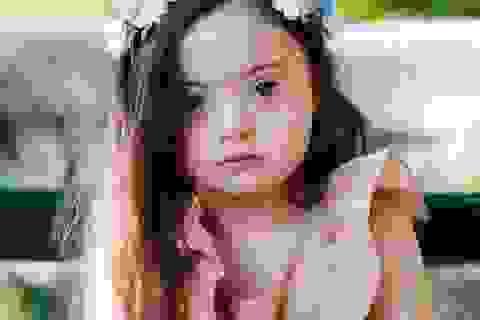 Mẫu nhí 4 tuổi mắc hội chứng Down khiến trái tim vạn người tan chảy