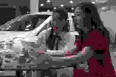 Giảm 50% phí trước bạ ô tô: Tiền chảy vào túi ai?