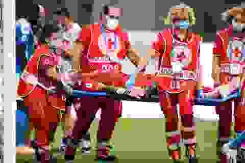 Cựu thủ môn Arsenal gặp chấn thương kinh hoàng sau nỗ lực cản phá bóng