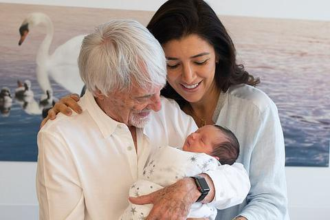 Tỷ phú 90 tuổi khoe con mới sinh