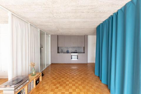 Bất ngờ: Căn hộ 42 m2 rộng gấp đôi chỉ nhờ... những tấm rèm