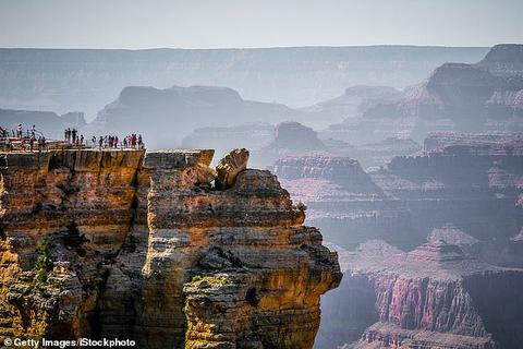 Chỉ vì chụp ảnh, một người phụ nữ thiệt mạng tại hẻm núi Grand Canyon