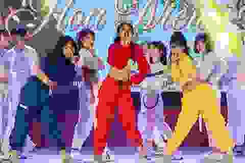 Lễ tri ân đầy sắc màu của học sinh khối 12 THPT Chu Văn An
