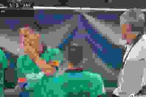 Cầu thủ Barcelona phớt lờ HLV trưởng, nghe chỉ đạo của Messi