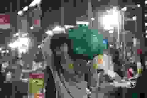 Vui buồn nghề cửu vạn ở chợ đêm Sài Gòn