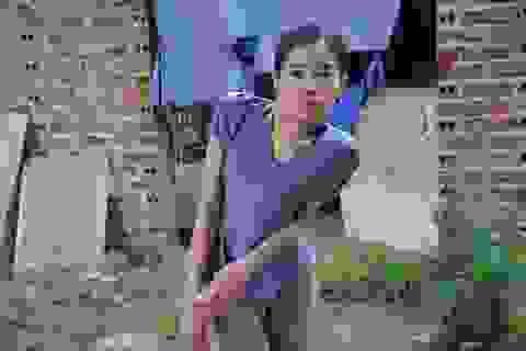 Hoàn cảnh éo le của cô gái lưng cong vẹo, chỉ ước một lần được về Hà Nội...