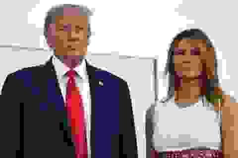 """Cựu trợ lý sắp ra sách """"gây chấn động"""" về bà Melania Trump"""