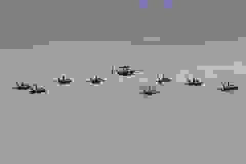 Máy bay quân sự Mỹ phô diễn sức mạnh trong tập trận tại Biển Đông