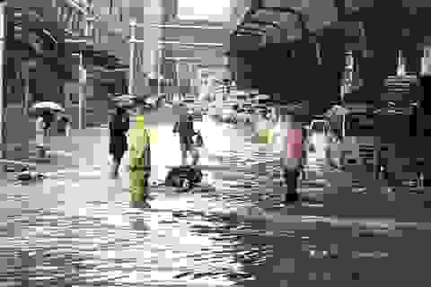 Vũ Hán nâng mức ứng phó khẩn cấp, người dân ở yên trong nhà vì lũ lụt